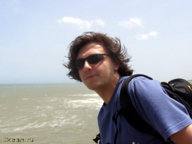 Автор проекта на фоне Индийского океана.