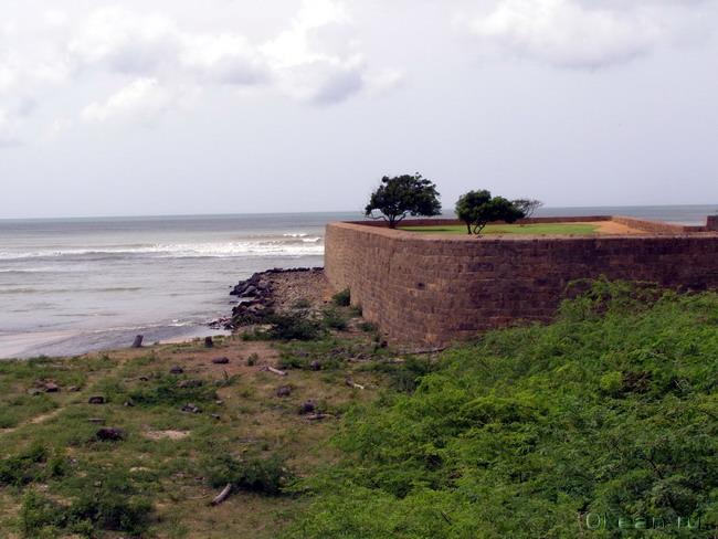 Португальский форт на берегу Индийского океана
